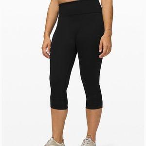Lululemon athletica women's black Capris leggings